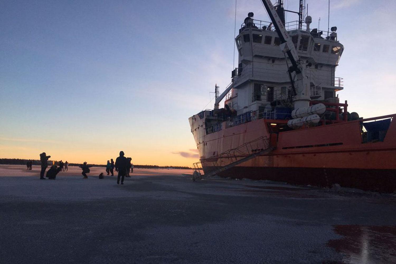 Icebreaker tours Polar Explorer