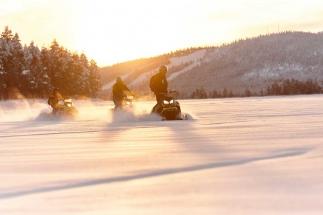 lapland-lodge-snowmobile-tour