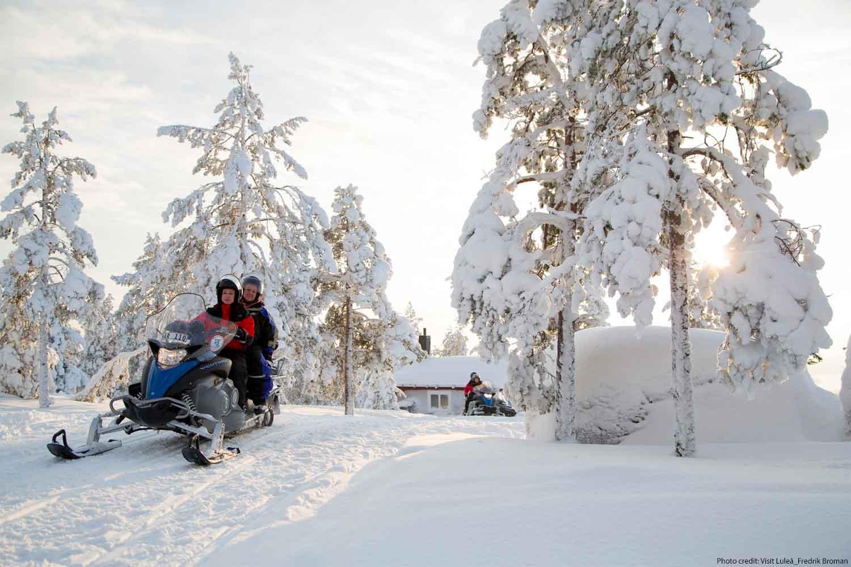 snow-mobile-tours-lulea